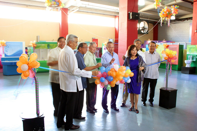 Ribbon cutting headed by key personalities from Philippine Science Cent rum & DOST-PCIEERD.