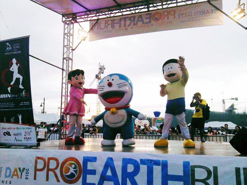 The Earth Day Network ambassador Doraemon, with his friends Nobita and Shizuka, also graced the event and entertained the runners before sending them off the starting track.